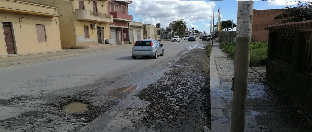 Insorgono gli abitanti di Contrada Strasatti per le condizioni del manto stradale