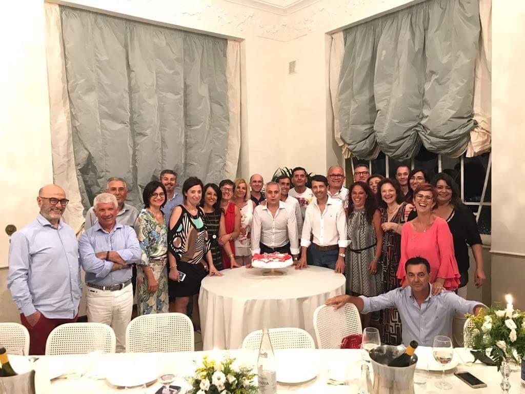 Insieme dopo ben 30 anni i ragazzi della V B dell'ITC Garibaldi