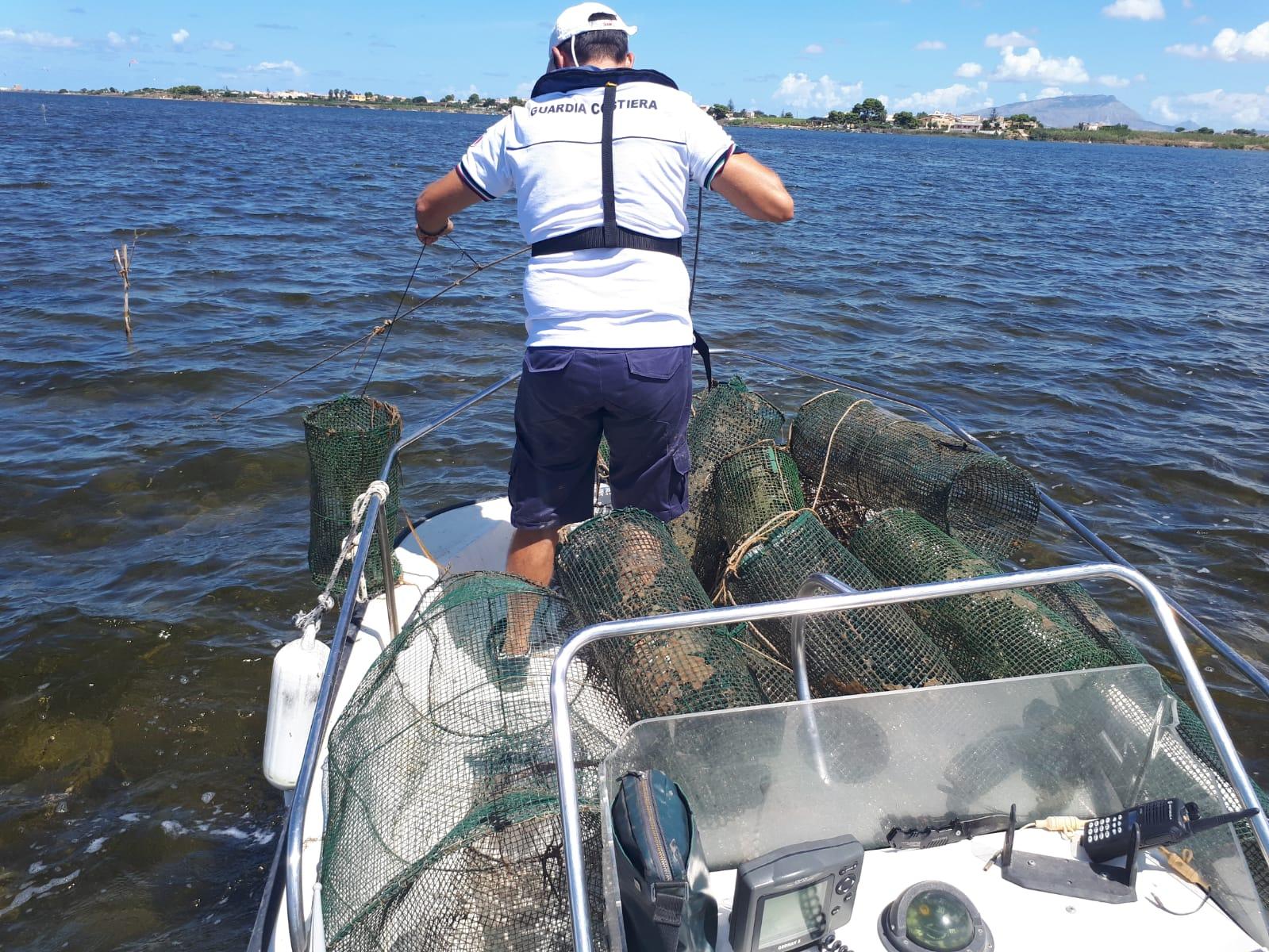 Giro di vite sulla pesca illegale nelle acque dello Stagnone: la Guardia Costiera sequestra 24 nasse