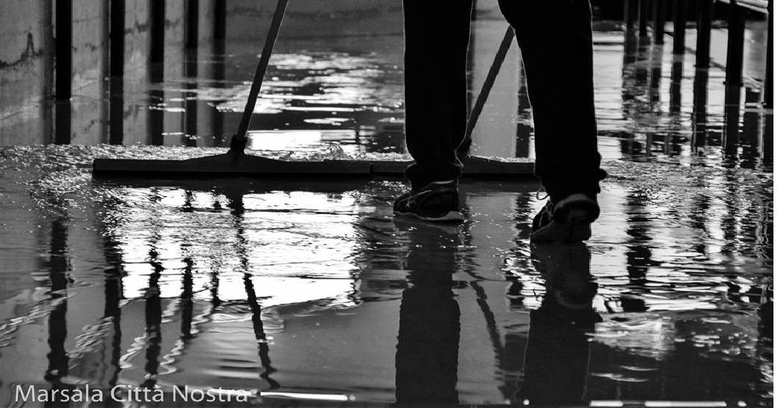 """Continuano le infiltrazioni d'acqua piovana alla palestra """"Fortunato Bellina"""""""