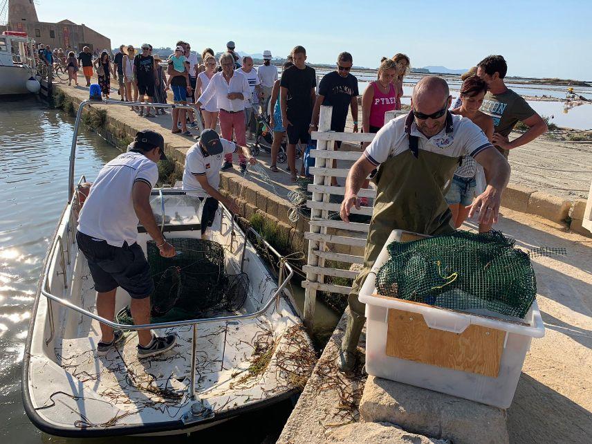 """La Guardia Cositera sequestra attrezzi da pesca nella Riserva Naturale Orientata  """"Isole dello Stagnone"""""""