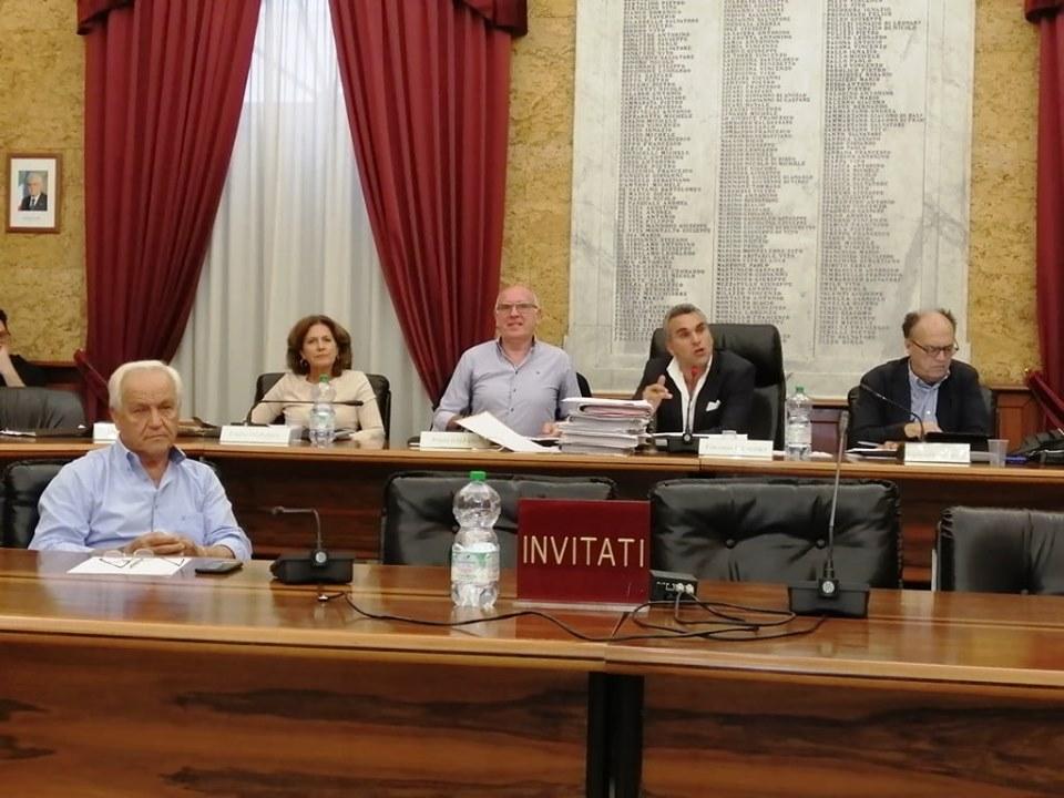 IL CONSIGLIO COMUNALE APPROVA LA MOZIONE CONTRO L'ORDINANZA PER LA CORSIA PREFERENZIALE IN VIA ROMA